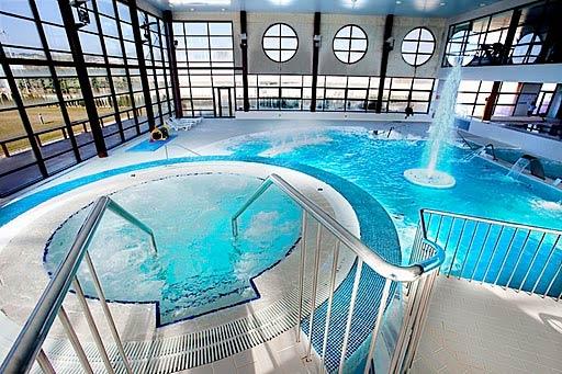 Turismo p interes hotel caracho for Hoteles en navarra con piscina